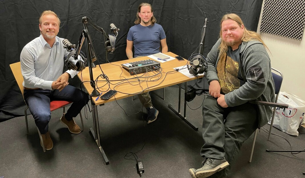 Stian Fossum (t.h) var gjest hos Ole Petter Vibekken (t.v.) og Roy Onsrud i episode fire av podkasten Prøvesving.