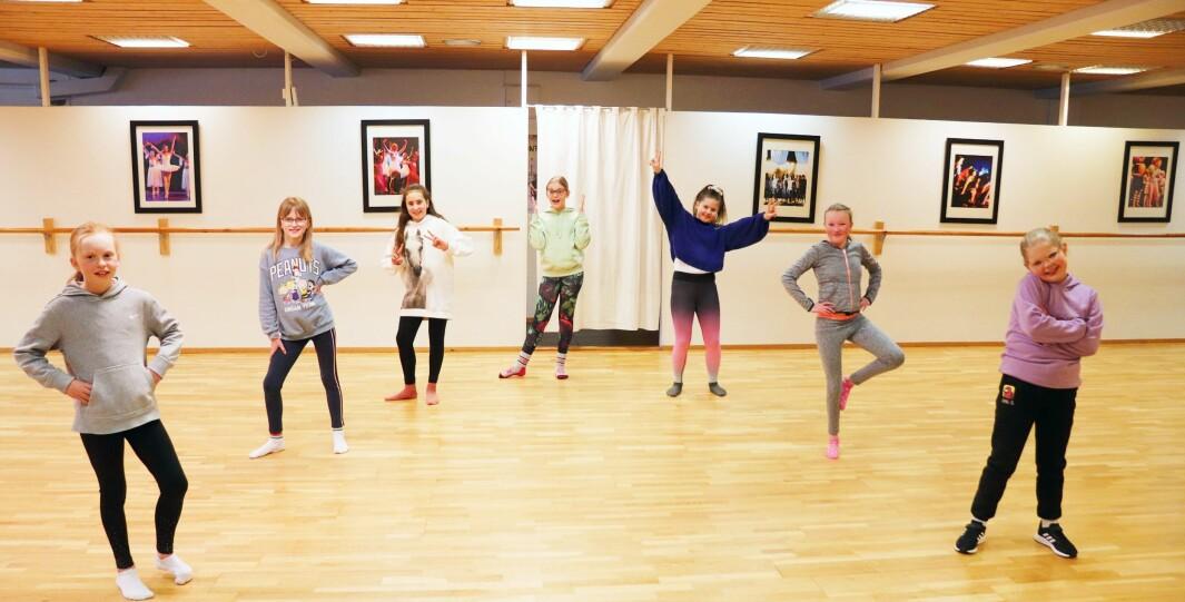 Jentene fra partiet showdans 4-7. trinn var tilbake på dansetrening torsdag, etter at kommunen åpnet opp breddeidretten for barn og unge.