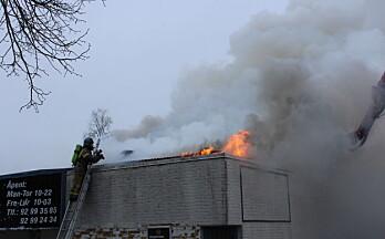 Takkonstruksjonen gjorde det utfordrende å slukke brannen