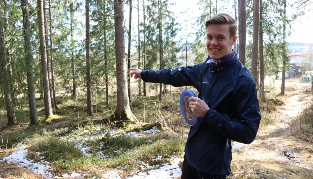 Johan Grundt fra Festningen frisbeeklubb har store planer for frisbeegolf i Kongsvinger. Nå er det mulig å realisere etter pengestøtte.