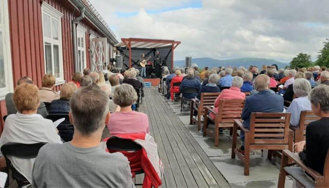 Bilde fra fjorårets konsert. Årets allsang på festningen vil inneholde norske viser, musikaler og danseband.