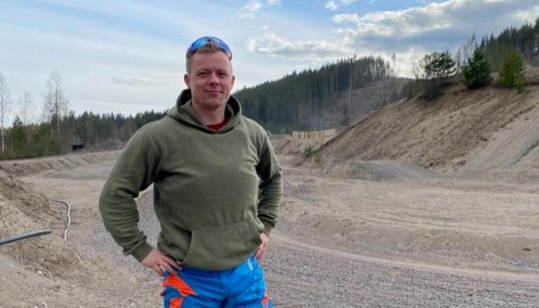 Mats Andersson, leder i Kongsvinger KMK, forteller om god trafikk etter åpning, men ønsker også å rekruttere nye spenningssøkere til sporten.
