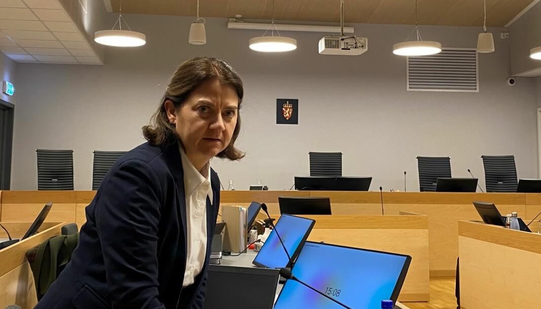 Advokat Siri Brænden bistår de to jentene. Hun understreker at saken er en stor belastning for begge.