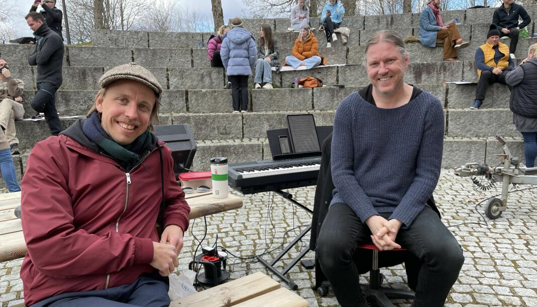Harald Engan (t.v.) og Bjørge Verbaan er glad for at de endelig kan samle troppene igjen. 1. juli er det premiere på storsatsingen Oberst Krebs og jakten på festningssverdet.
