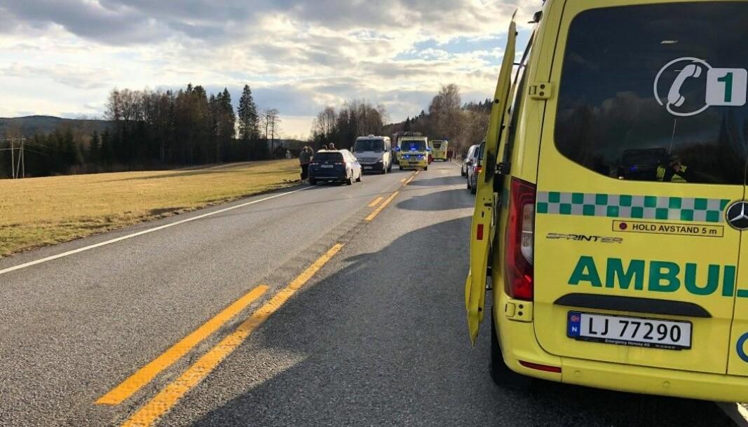 Det var til sammen fire personer i bilen som kjørte av fylkesvei 198 i april. En mann i 50-årene omkom, og sjåføren er siktet for brudd på veitrafikkloven.