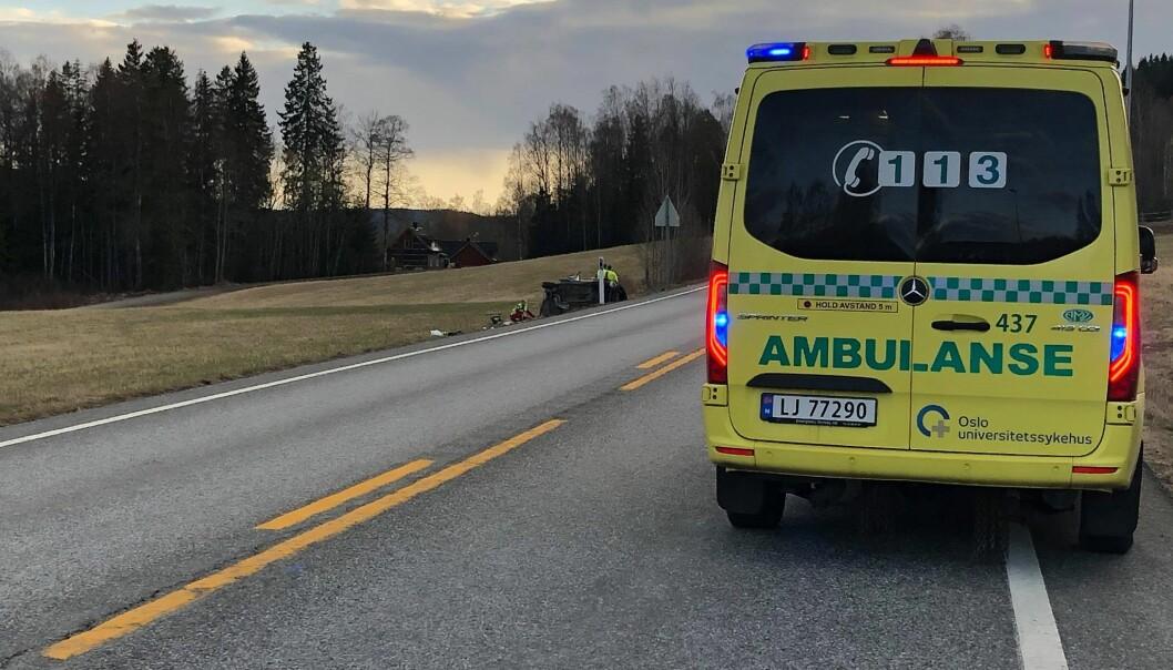 Det var til sammen fire personer i bilen som kjørte av fylkesvei 198 tirsdag forrige uke. En mann i 50-årene omkom.