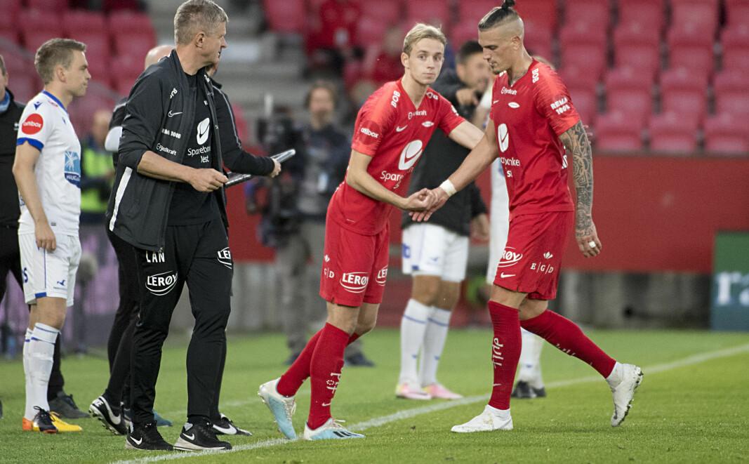 I september 2019 fikk Sander Marthinussen debuten i eliteserien for Brann i oppgjøret mot Haugesund da han kom inn for Vito Wormgoor (t.h.). Nå er 21-åringen klar for KIL.