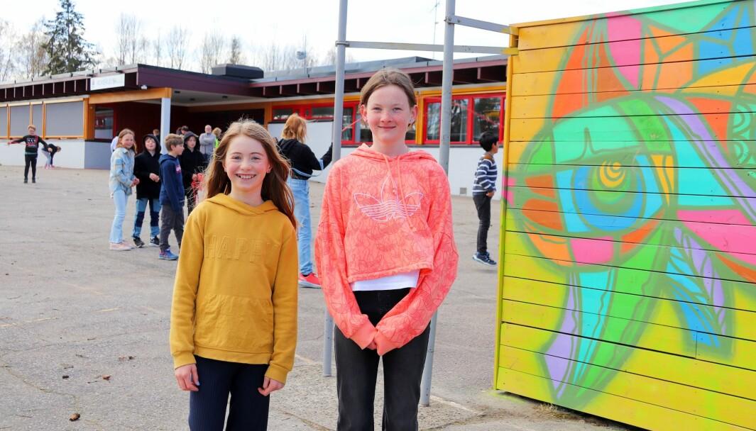 Tiril Olsen (10), Siri Bekkelund Gimre (11) og resten av femteklassingene ved Roverud skole er blant de lokale skolene som er med på den nasjonale hoppetaukonkurransen.