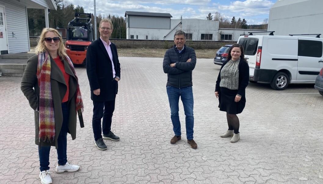 (F.v) Ordfører og leder av Jernbaneforum Kongsvingerbanen Kamilla Thue, Frps Tor Andre Johnsen, investor Roy Holth og ordfører Margrethe Haarr møttes i Gropa på Granli for å diskutere hvordan de skal få den lokale jernbanesatsingen opp av gropa.