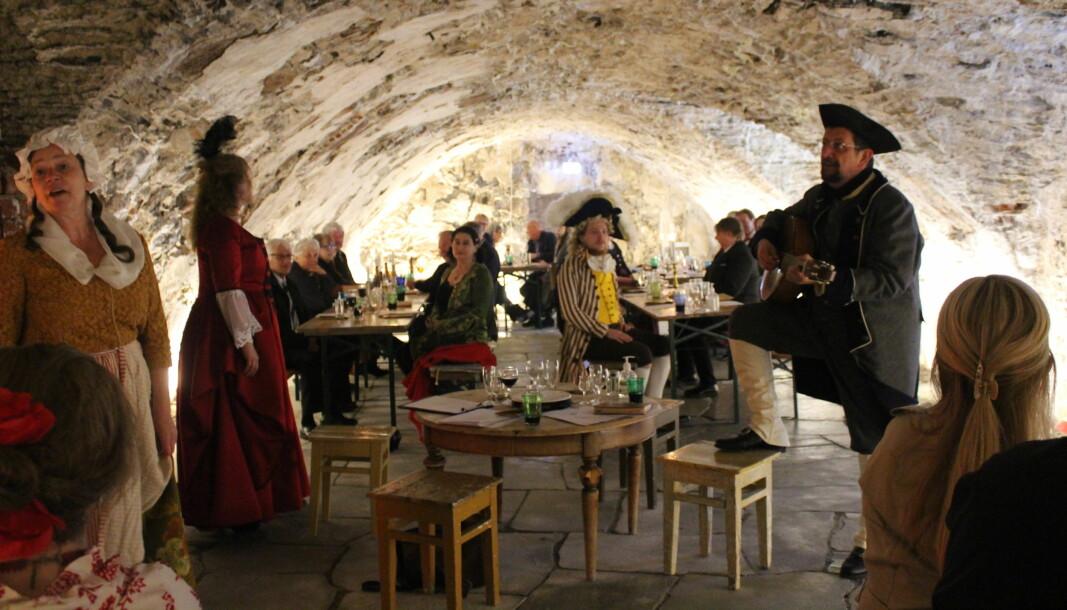 Lørdag var det dukket for historisk middag på Kongsvinger festning.