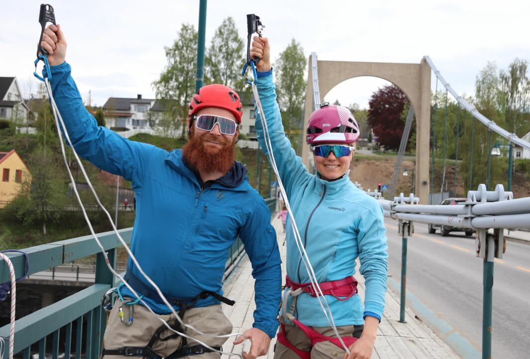 Mats Berglund og Mari Finsen var torsdag ettermiddag på Kongsvinger bru, utstyrt med klatreutstyr, for sitt seneste sprell.