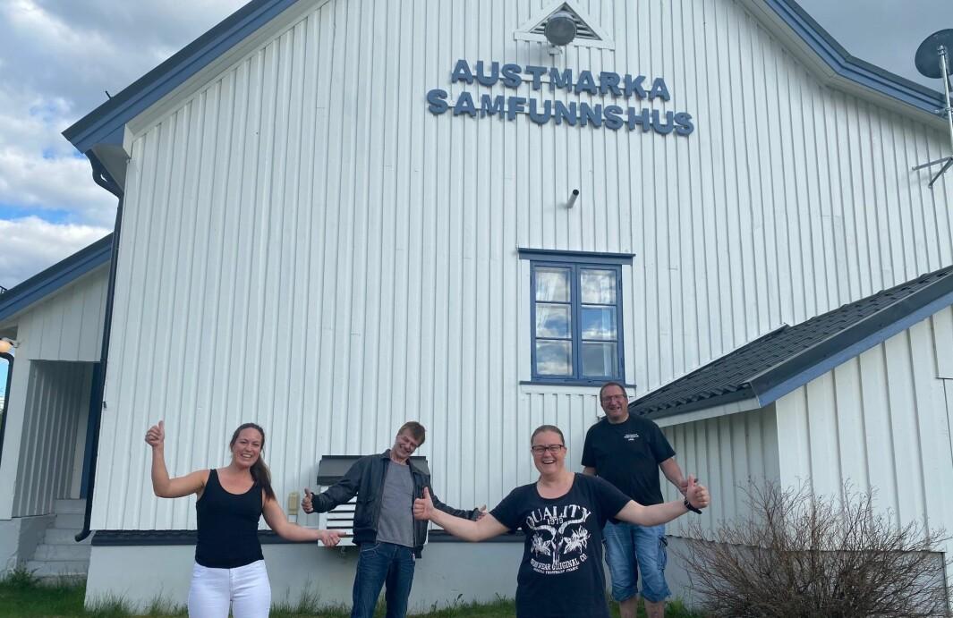 Styret i Austmarka samfunnshus: Kine Johnsrud, Karl-Eyvind Holt, Janine Nordby og Jarl Harald Ramtjeråsen, kan juble og puste lettet ut.
