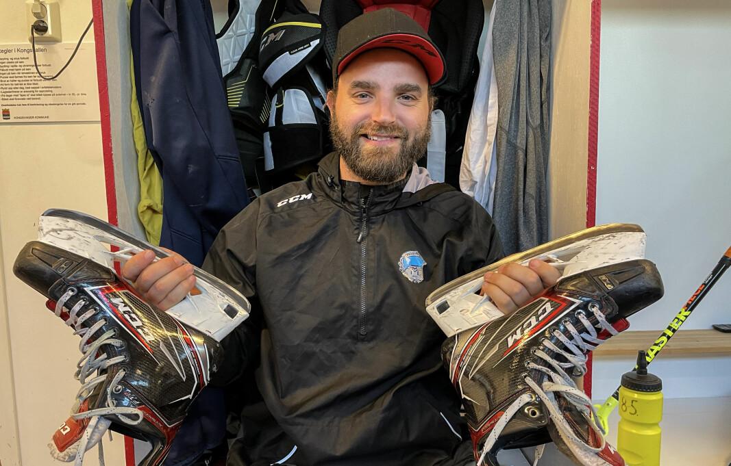 Lars Erik Hesbråten nekter å legge skøytene på hylla. Nå går han løs på enda en sesong som spillende trener.