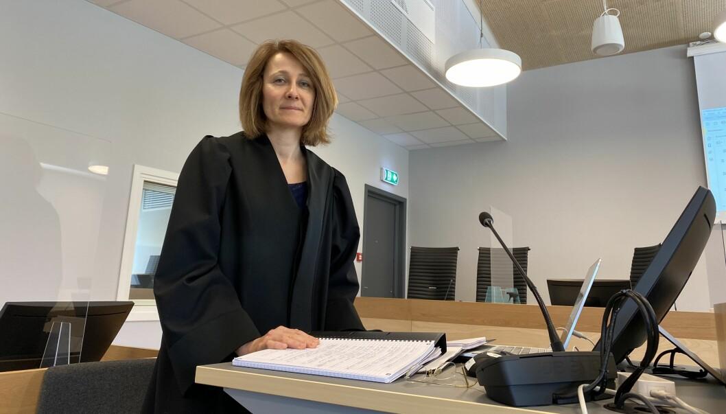 Politiadvokat Wigdis Hjalmarsen ba om fengsel i to år og tre måneder for den overgrepstiltalte læreren. Tingretten dømte han til to år og to måneder.