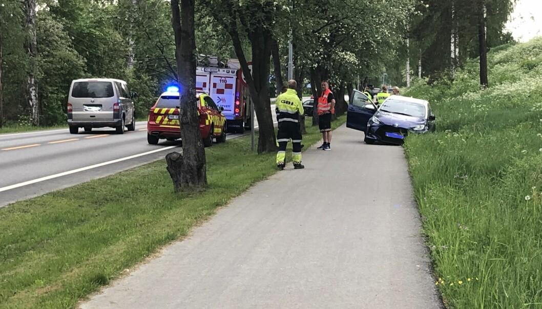Bilen på fortauet kom fra motsatt kjørefelt.