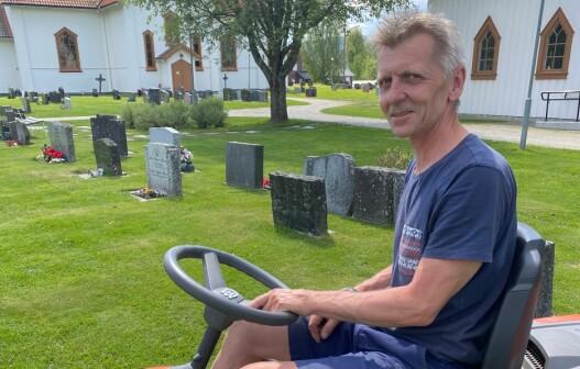 Steller kirkegården som sin egen hage