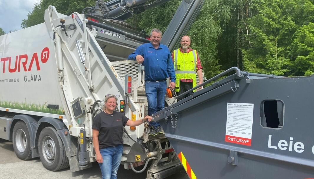 De løste Bæreias søppelproblem i løpet av en dag. Elin Berntsen, Kai Engebråten og Geir Borghagen fra Retura har sørget for at det nå er søppelcontainer på Bæreiavangen.
