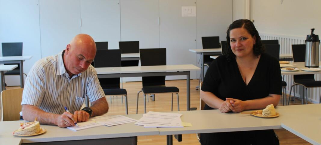 Torsdag ettermiddag signerte direktør i Eidsiva Bredbånd Tom Caspersen og ordfører Margrete Haarr den første utbyggerkontrakten i kommunens bredbåndstrategi.