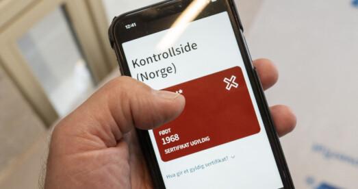 Slik blir korona-sertifikatet kontrollert når man reiser inn til Norge