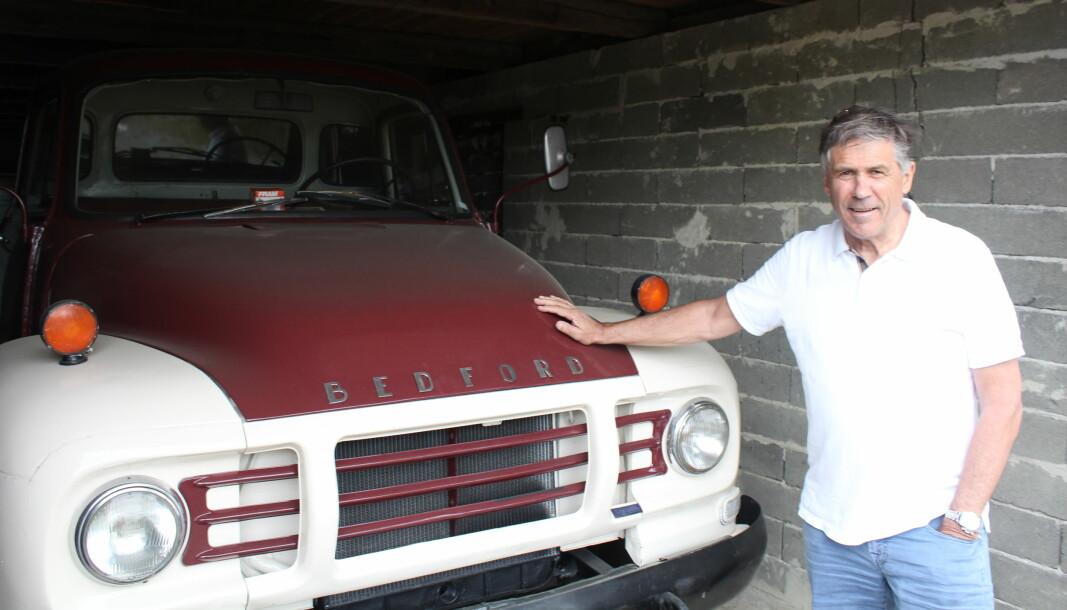 Forretningseventyret Gunnar Holth Grusforretning startet med denne Bedford lastebilen og masse grus.