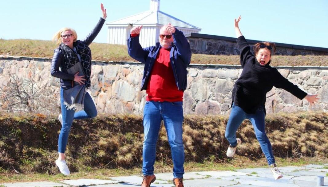 Hoppende glade på Kongsvinger festning var (f.v.:) Hanne Marte Strøm Vestlund fra Festningshotellene. Fra Dinner in the sky, restaurantsjef Thomas Larsen og markedssjef Jill Bottolfsen