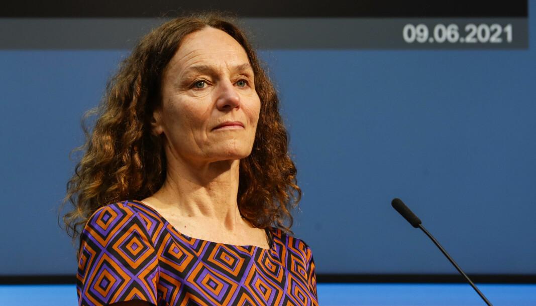 Folkehelseinstituttet, her ved direktør Camilla Stoltenberg, regner med at alle voksne vil få tilbud om andre vaksinedose innen midten av oktober. Det er en forsinkelse på fire–fem uker.