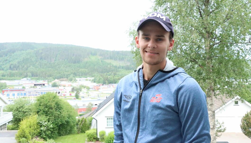 Du ville kanskje ikke gjenkjent Henrik Larsen ute på byen i Kongsvinger, men det er fra Kongsvinger han reiser, nå som han er tatt ut til OL.