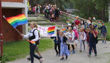 Elevene gikk i Kongsvingers første Pride-parade