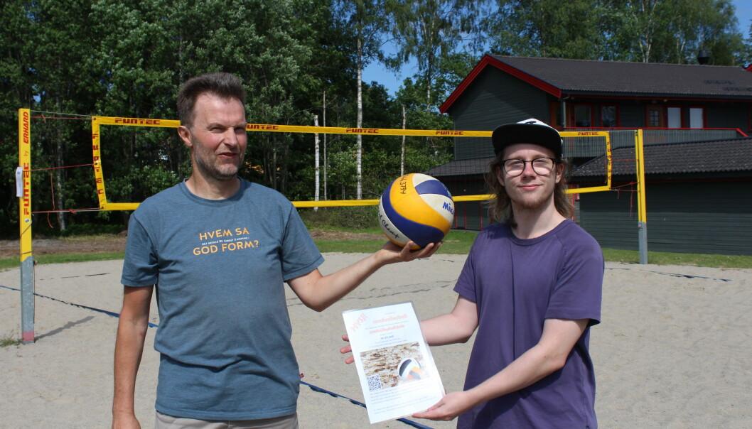 Anders Sønstebø og Mathias Pettersen Svensrud er klare til å ta imot til Sandvolleyballskole i Kongsvinger.
