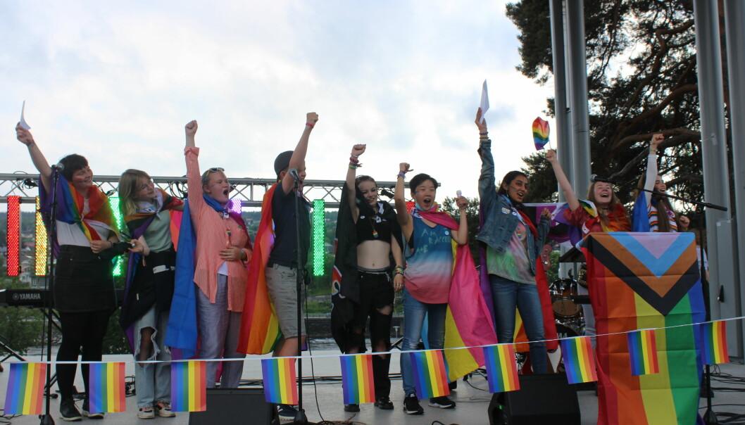 Arrangørgruppa bak Kongsvinger Pride ga fra seg et siste heiarop før de avsluttet kvelden.