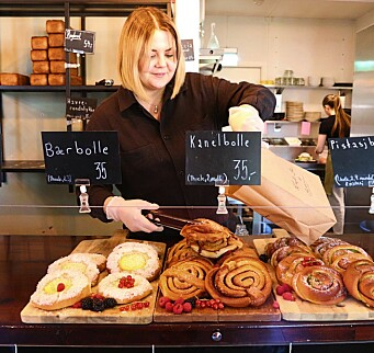 Flytter bakeri-utsalget inn på Kafé Bohem