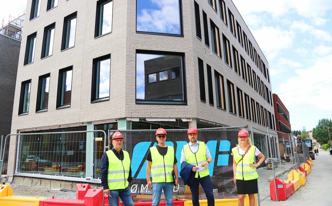 Fra venstre: Driftssjef Jonny Eriksen, leietagerne Bjørn Hagen og Kjetil Moe Løvberg og Kjersti Wangen, daglig leder i KB Gruppen Eiendom.