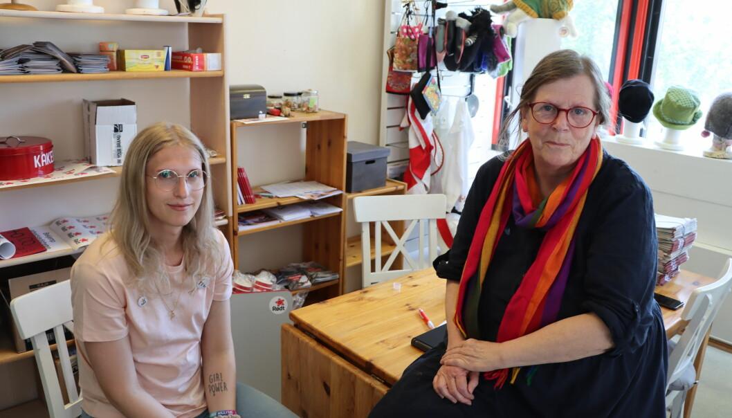 Julia Amelia Bøhmer (t.v.) og Torunn Arnesen står bak Skeiv Kafe, som forhåpentligvis skal få skeive i Kongsvinger til å møtes.