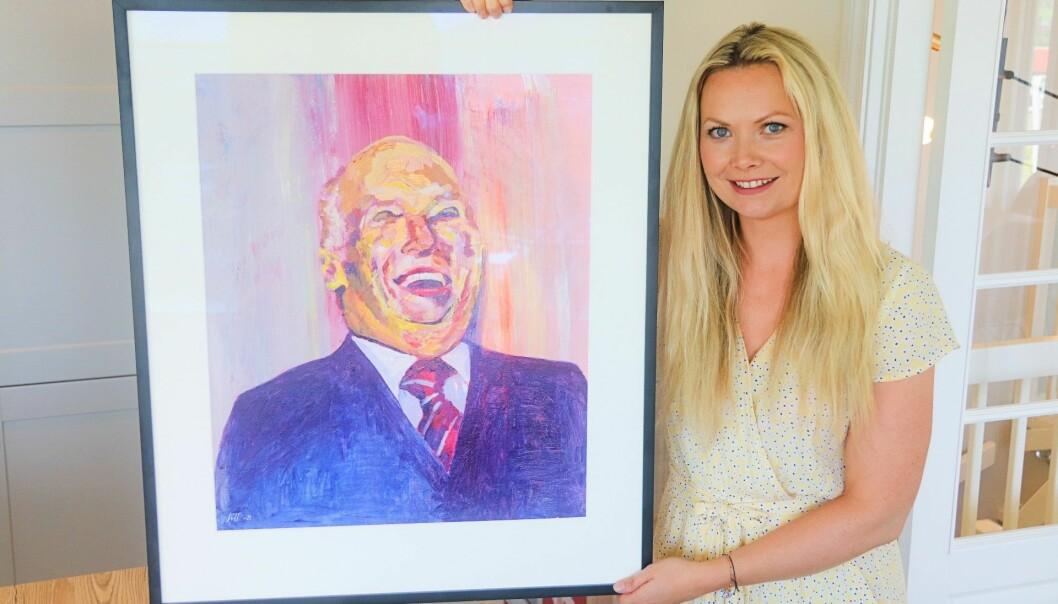 Mona Lisa er kanskje kjent for sitt gåtefulle og uutgrunnelige smil, men kongens smil er ikke til å ta feil av! Her malt av den selv så blide Lill Susan Fjeld (36) og blitt et yndet motiv i Kongsvinger.