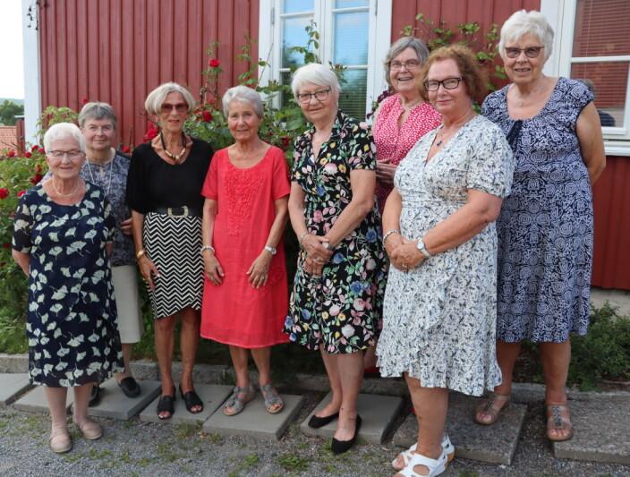 Damene begynte på skolen i 1948: I år fyller de 80 og møtes fortsatt