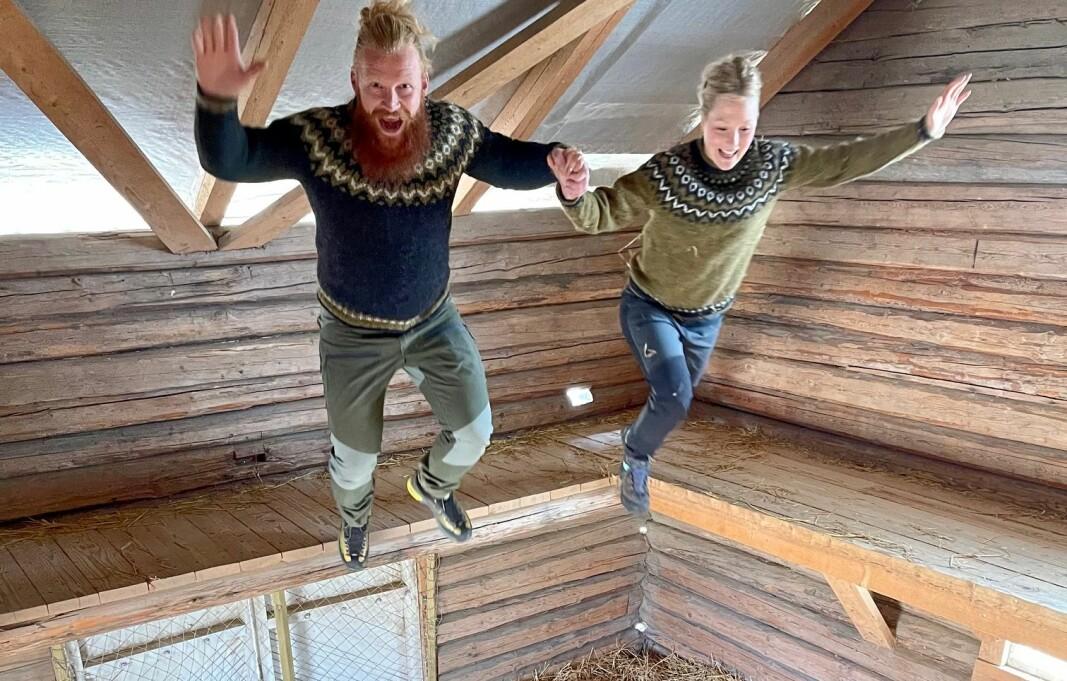 Usikker på hvor du skal legge ferien? Lokalt er det mye å finne på og svært gode tilbud, fastholder Mari Finsen og Mats Berglund, de to sprelske.