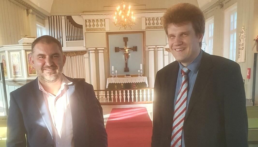 1. ambassaderåd ved den polske ambassaden i Oslo Grzegorz Szopinski og vikarierende organist i Vinger Kirke Michal F. Runowski etter konserten torsdag kveld.