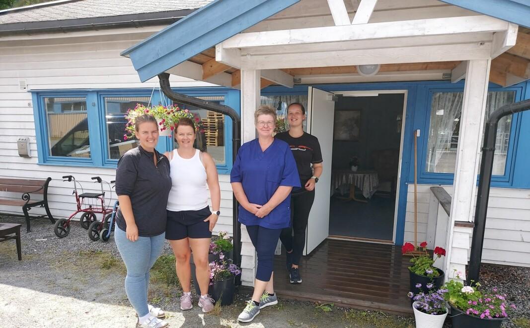 Beate Hansen, Nina Haugen, Hege Kristin Myhre og Mari Karlsen. Bildet er tatt utenfor inngangen til det nye dagsenteret, som ligger på Langeland i Kristian Walbys vei.