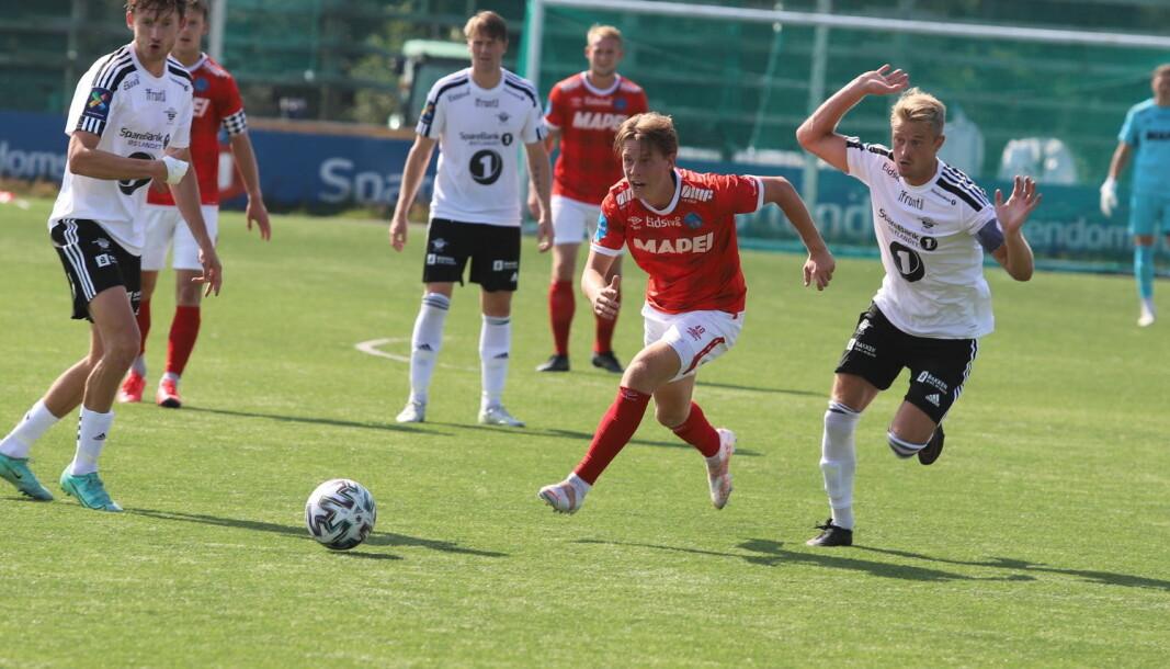 Alexander Håpnes spilte sin første kamp fra start, og takket for tilliten med å være banens bestemann.