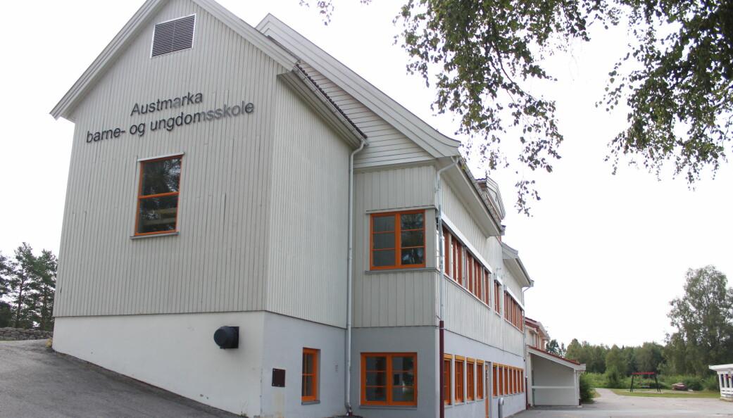Arbeidsgruppa som utreder Kongsvingers framtidige skolestruktur har selv med nye forutsetninger ikke endret syn på behovet for store endringer, der skolene både på Brandval og Austmarka lever farlig i evalueringene som er gjort. Skolene både på Austmarka og Brandval trues med nedleggelse.