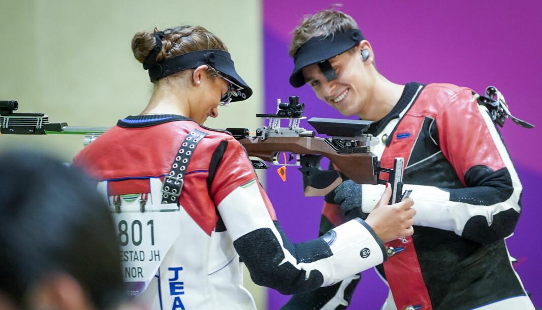 Kjæresteparet Henrik Larsen og Jeanette Hegg Duestad ble utslått i blandet lagkonkurranse i luftrifle.