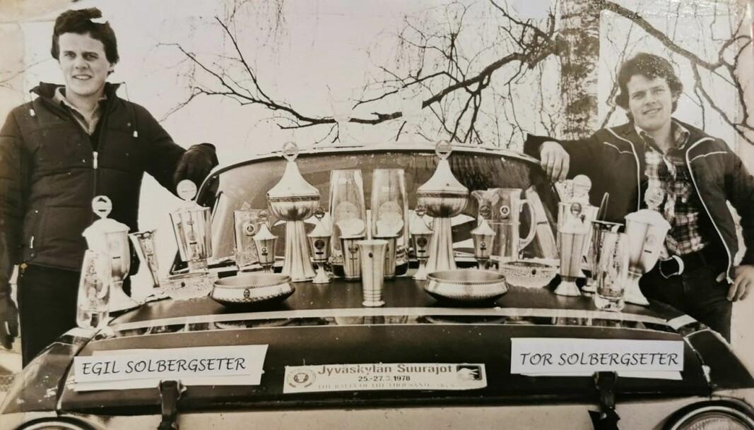 Brødrene Egil og Tor Solbergseter samlet mange pokaler med sin Skoda rallybil i årene 1976 til 1981. Planene om å begynne å kjøre igjen ble lagt på hylla da Egil døde etter en kreftsykdom i vinter.