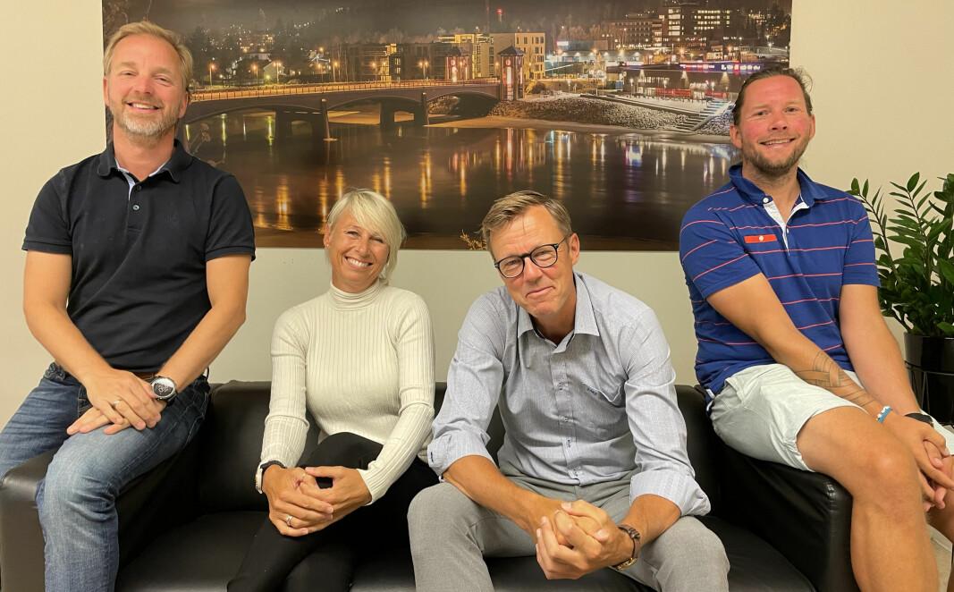 Ekteparet Marthe og Jørn Mejdell Jakobsen er gjester i Prøvesving. Her flankert av programlederne Ole Petter Vibekken (t.v.) og Roy Onsrud.