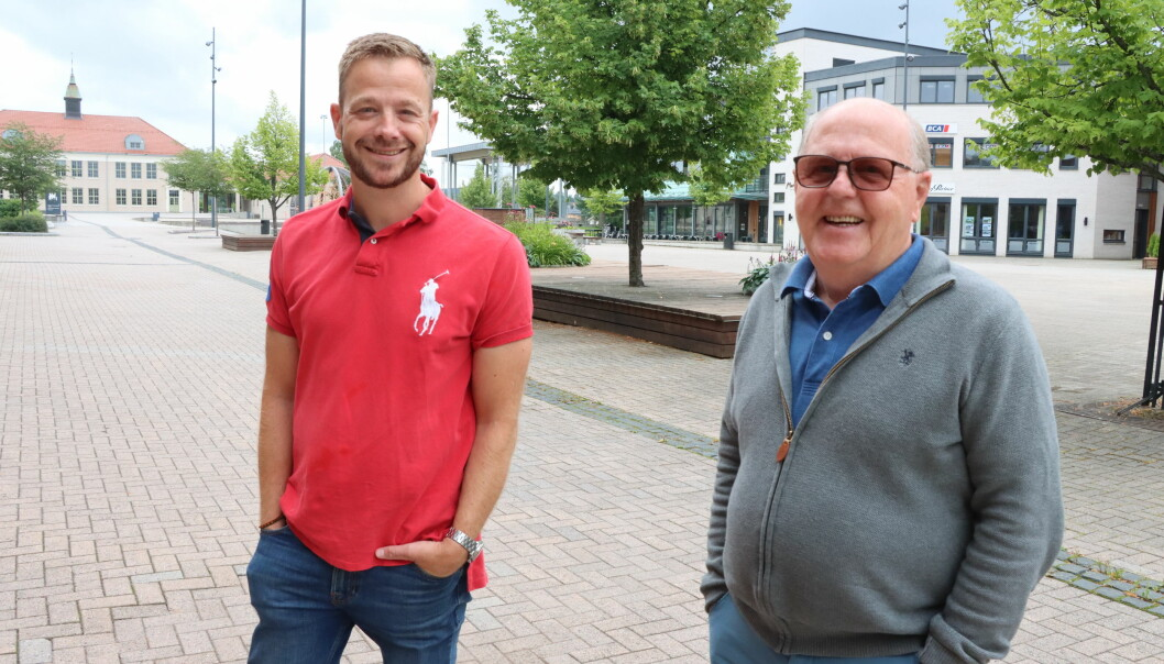 Både Lars Joakim (t.v.) og Kjell Arne Hanssen kommer fra samme politiske parti. Etter hvert som sønnen har kommet langt i politikken, er far Kjell Arne den lengstsittende i kommunestyret i Kongsvinger.