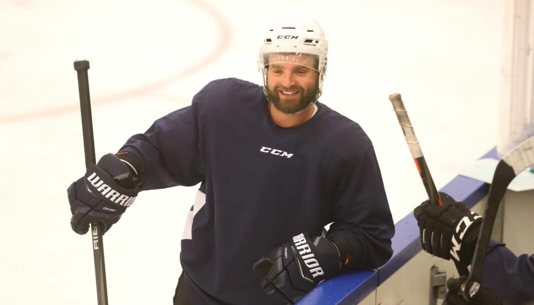 Lars Erik Hesbråten kunne smile over at hockeygutta endelig kunne gå på is igjen.