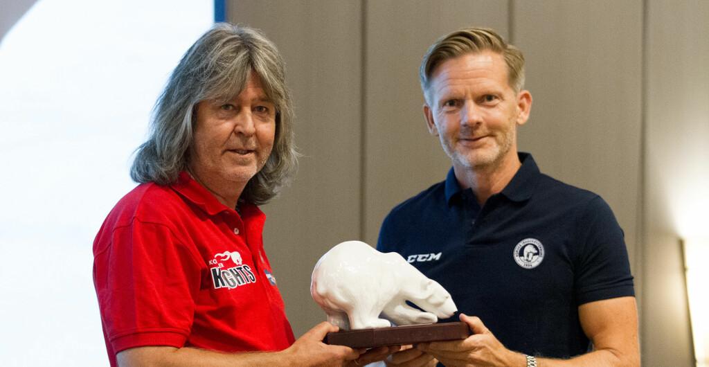 Stein Ove ble tildelt Isbjørnen av ishockeypresidenten