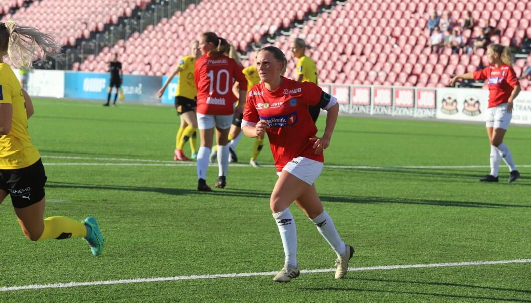 Emma Håpnes gikk ut som kaptein i kampen mot Lillestrøm.