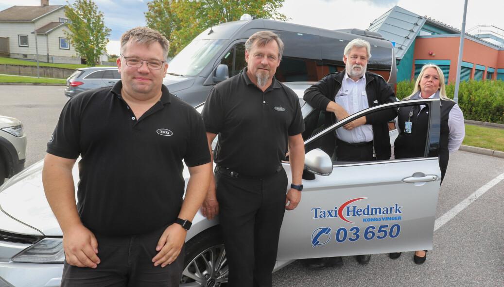 Taxibransjen i Kongsvinger mener det nye regelverket har satt dem i en knipe. Joakim Engen Myhrvold (f.v.), Geir Sivesind, Leif Broen og Siv Strønen skulle gjerne hatt flere kollegaer.