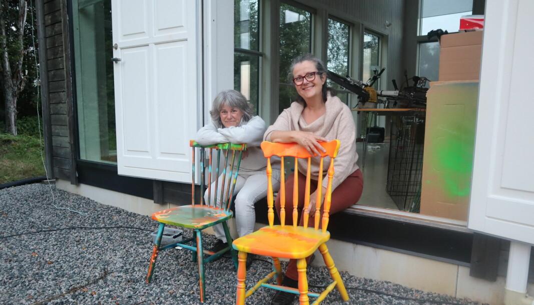 Gitte B. Svensen th. i Austmarka atelier byr på spennende kunst og kulturopplevelser i og rundt Austmarka lørdag 18 september. Blant annet vil kunstneren Gabriella Kinde tv. stille ut sin kunstinstallasjon