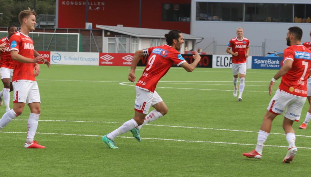 Så glad var Adem Güven etter å ha scoret sitt 100. mål for KIL.